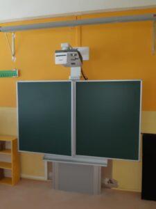 interaktivní tabule na stojanu